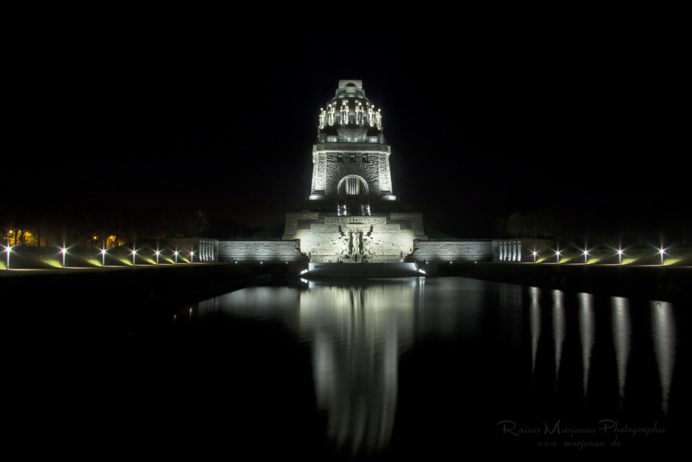 Leipzig Voelkerschlachtsdenkmal bei Nacht